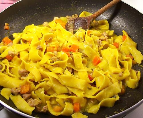 lasagne di mais e zafferano con ragù di cortile_