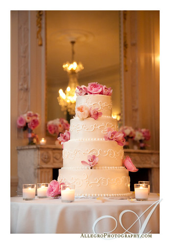 glen-manor-house-newport-ri-wedding- cake with pink flowers to decorate it