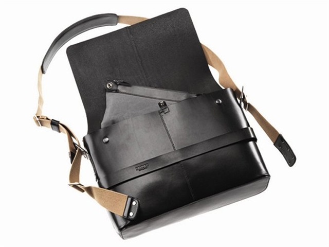Brooks Barbican leather shoulder bag 02