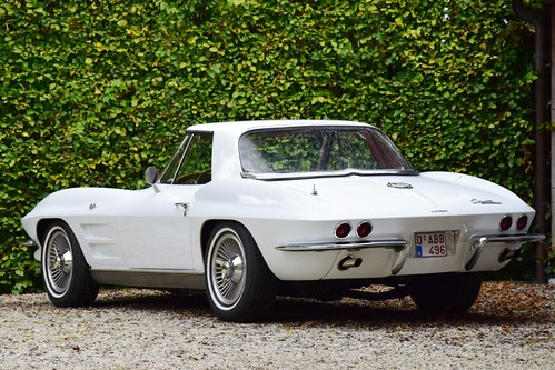 Another great sportscar has arrived : Chevrolet Corvette Stingray Convertible (1963).