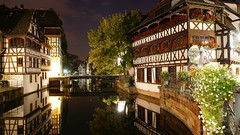 A nocturnal picture postcard from Strasbourg (lunaryuna) Tags: france lalsace strasbourg petitefrance ruedesmoulins pontdufaisan historicarchitecture historiccitycentre reflections urbanmirrorworlds bridge swingingbridge architecture houses timberframe fachwerkbauten night nightphotography nightlights nocturnal nocturnalphotography lights canal
