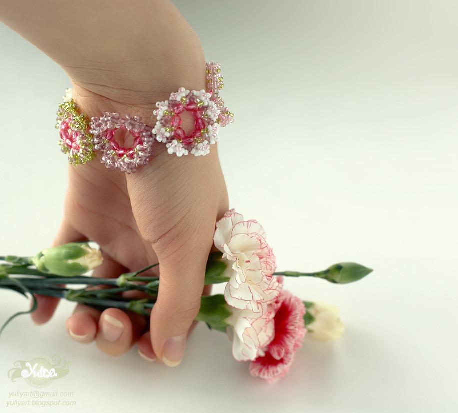 Flower bracelet by Yuliya Ar