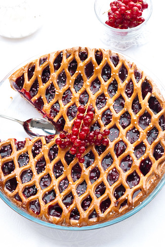 pie with currant