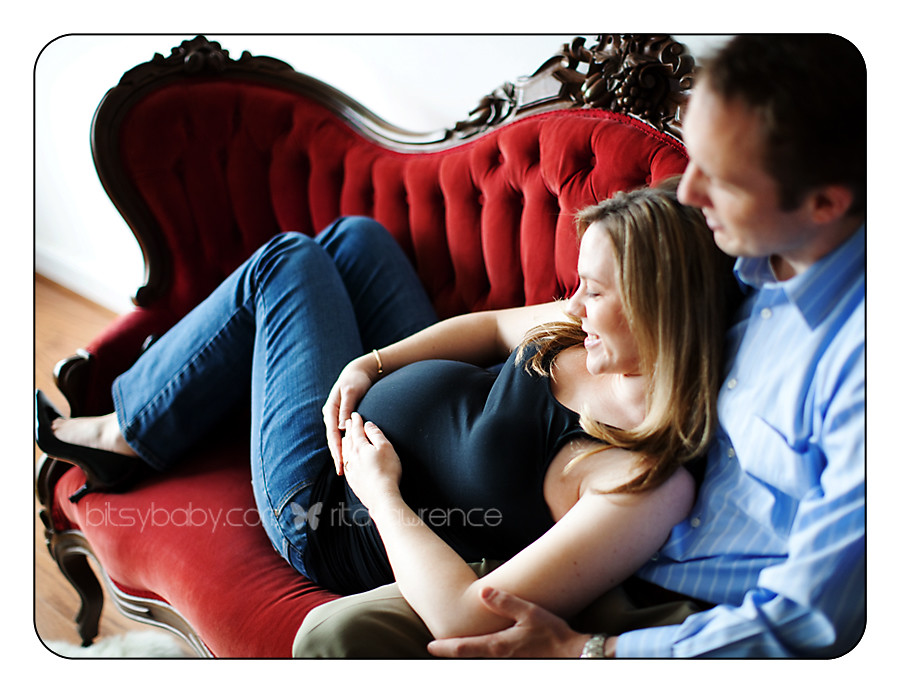 east coast maternity photographer couch
