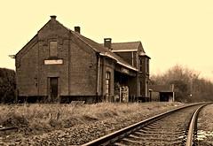 ertvelde, belgium (jp?) Tags: abandoned station belgium belgique belgie gare railway ghent gent gand flanders belgien spoorweg vlaanderen verlaten flandre ertvelde rieme