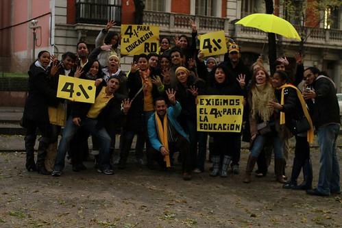 lunes amarillo dominicanos en madrid exigen el 4%