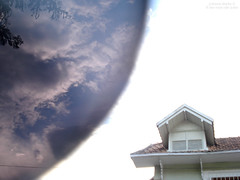 Space Dementia (Os versos de Juliana) Tags: shadow sky sun house tree sol sunshine sunglasses clouds de lens casa day space joke os dia cu muse nuvens juliana lente rvore escuro culos dementia mello juke versos julianamello lesversdejuke lianamello osversosdejuke