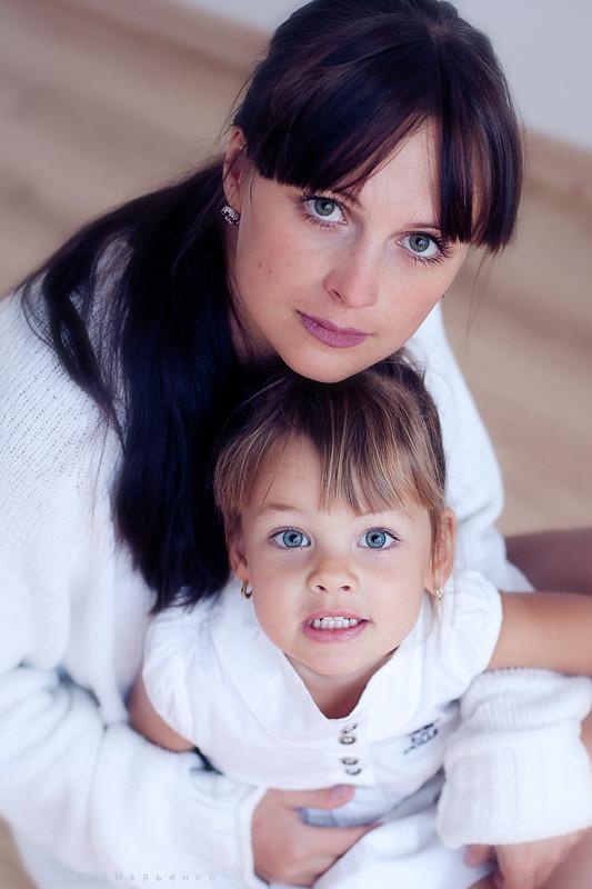 Семейная фотосессия в студии. Фотограф Ирина Марьенко. Fotostomp.ru