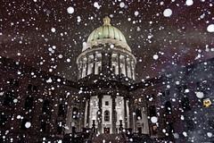 354_365 (beinshitty) Tags: winter snow cold ice water weather wisconsin capitol madison year2 blizzard capitolsquare dec20 capitoldome project365 project36612010