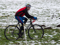 Cyclist in the Snow (Rupert Brun) Tags: snow bike bicycle race kent cyclist north meadow meadows racing cycle bexley montain cray foots footscray sidcup footscraymeadows
