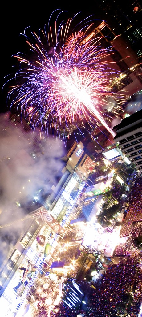 IMG_6885 Dec 31, 10: Countdown to 2011 in Bangkok - Firework - CentralWorld - Ratchaprasong