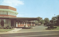 Clarendon Hotel Court - Arlington, Virginia (The Cardboard America Archives) Tags: arlington vintage virginia postcard entrance motel clarendon aaa hotelcourt