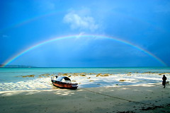 rainbow islands (green.pit) Tags: travel blue sky sun india man beach water silhouette strand boat rainbow reisen asia asien paradise sony playa tropical plage 2009 indien regenbogen gettyimages andaman a350 dslra350 sonyalpha350 pitgreenwood