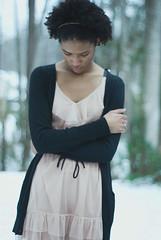 [フリー画像] 人物, 女性, 黒人女性, 憂鬱, 俯く, 201101142100