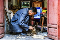 El artesano de Ljing (GMH) Tags: china viaje trabajo taller  artesano   ynnn ltytr1 ljing nx