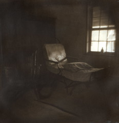 Slave cabin (efo) Tags: dark holga chair cabin chaise gumbichromate alternativeprocess altprocess gumprint palladiotype