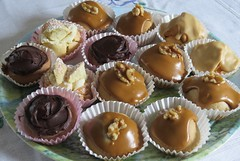 4763 A (small) tray of Cakes / buns for me (Andy - Daft as a brush - don't ask!) Tags: 20161008 cakes buns ccc bbb tray ttt icing iii