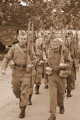 Marching Through Time (dhcomet) Tags: wimpole hall cambs cambridgeshire 1940s weekend wartime national trust homeguard ldv soldiers march marching rifle