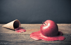 Apple Ice Cream (Fer Gregory) Tags: red fall ice apple fruit mexico melting photographer floor sweet mexican fallen icecream melt held melted mexicano helado fotografo suelo cono tirado enelsuelo fernandogregory fergregory