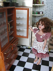 The hutch (Retro Mama69) Tags: toys 1956 dollhouse greenkitchen vintagedoll retrokitchen rementminiatures metalkitchen miniaturekitchen kitchendollhouse collectionminiatures kitchendiorama reliabledoll vintagetintoykitchen kitchenroombox superiortcohnkitchen superiorkitchentoy renwalradio miniaturehutch