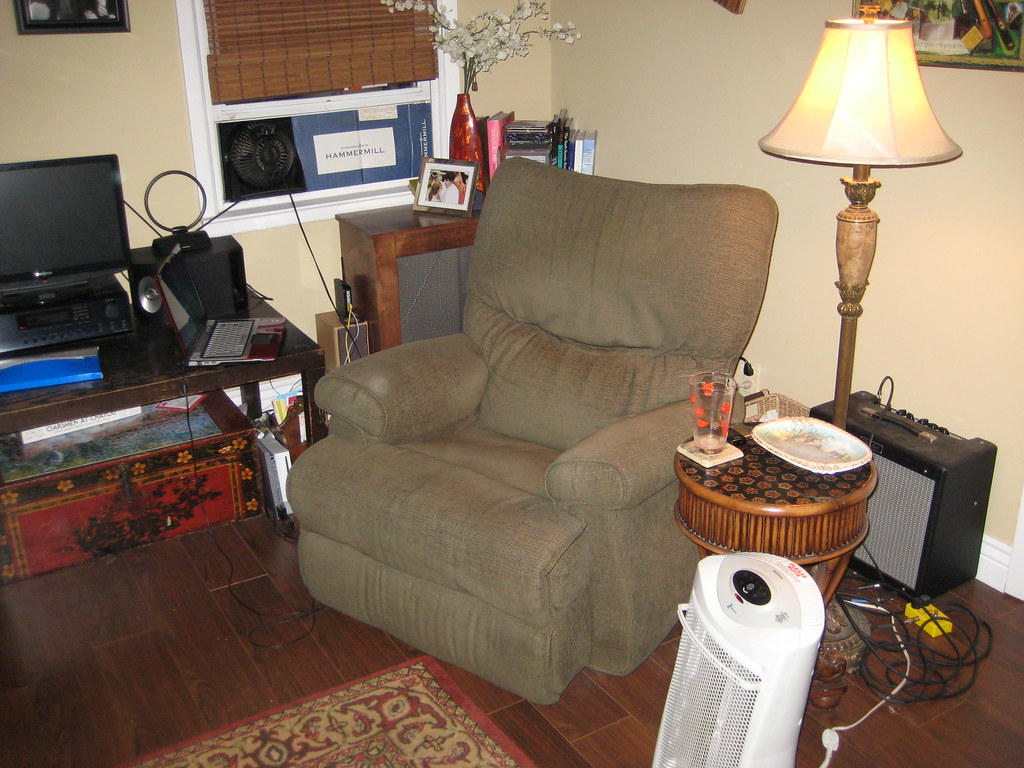 Wanted: Pics of Your Smoking Dens/Man Caves - Page 4 5227628030_bb2911548f_b