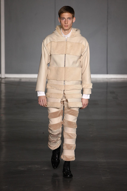 Clement Soulas3075_FW09_Paris_Romain Kremer_HQ(frillr via faget@Bellazon)