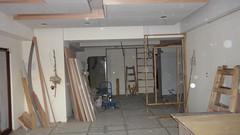 20101208-廚房的拉門也在進行中