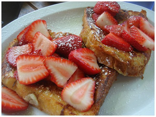 French Toast w/Strawberries, Amandine