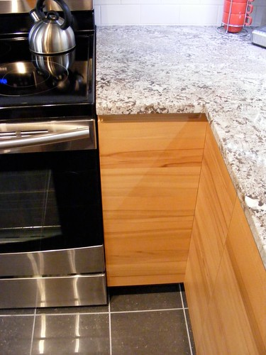 We Made Sure The Cabinets Opened Before The Granite Was Installed. Itu0027s A  Tight Fit, But It Works Well!