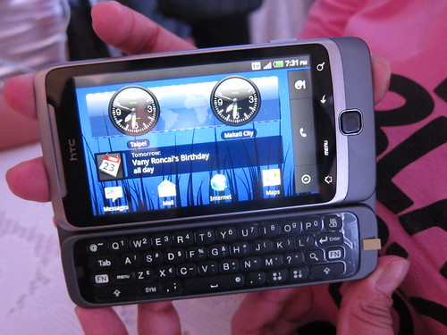 HTC Desire Z (keyboard showing)
