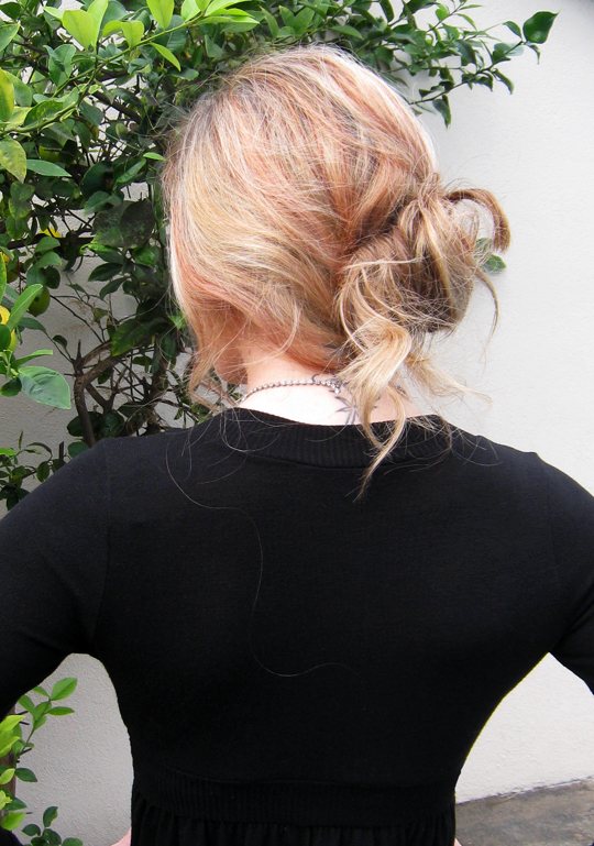 messy low bun+easy holiday hair
