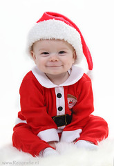 Santa's Elf (Reografie) Tags: santa christmas baby snow smile studio child son cutie elf santaclaus portret enfant rohan santababy hohoho christmasbaby babyfoto bej babyfotografie dimpels ubej nibbie reografie