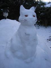 Sneeuwkat (turkoois4kant) Tags: christmas winter sculpture white snow cat garden kat sneeuw ornament tuin wit kerstmis