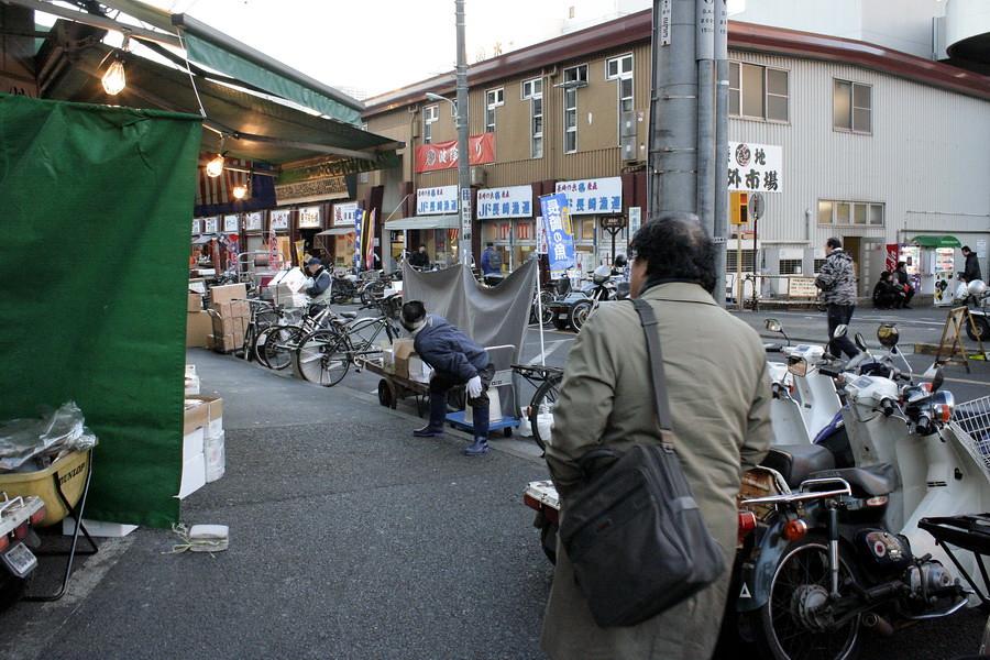 Going to Tsukiji Fish Market