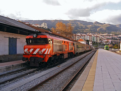 CP 1947 (Erickson Júnior) Tags: train diesel 1900 locomotive cp coa 1947 1930 comboio covilhã locomotiva intercidades alsthom sorefame