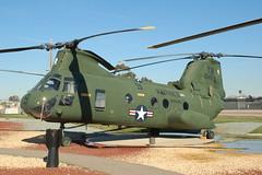 Boeing Vertol CH-46 Sea Knight (orange27) Tags: california unitedstates sandiego aircraft helicopter northamerica ch46seaknight miramarmcas cargohelicopter flyingleatherneckaviationmuseum boeingvertolch46seaknight