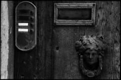 door  montepulciano, italy  2010 (lem's) Tags: door italy face bells head bessa rings tuscany porte montepulciano toscana toscane tete marteau sonnettes