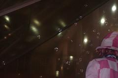 Sometimes all we need is fun. (Marina Santos de Souza) Tags: old night children fun funny magic velha diverso momento noite joker antiga criana moment fotografia engraado palhao inocente mgico memrias divertido simptico bolhas brincalho memria fotograph espontnea bolhinhas bolhasdesabo contagioso espontaneos