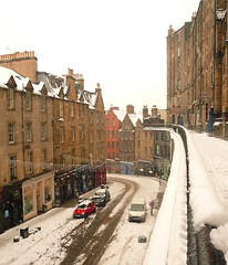 Edinburgh: Snow Covered Victoria Street (chairmanblueslovakia) Tags: old city winter snow bus buses scotland town edinburgh very capital snowstorm scottish to worst heavy grind picnik lothian cancellation halt a