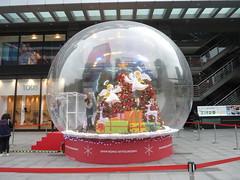 2010 xmas - 信義三越A4門前的聖誕水晶球