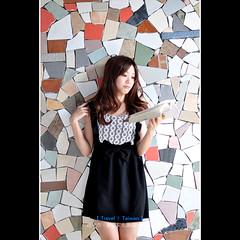 Anita。台中創意文化園區 (【丹尼斯®】) Tags: park travel people girl model nikon asia young taiwan jeans teen taichung dennis 台灣 anita 旅行 2010 台中 影像 攝影 d90 牛仔 丹尼斯 台中創意文化園區