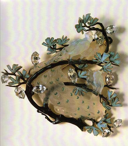 028- Broche cuatro pavos reales sobre una rama-Lalique- Gulbenkian Museum