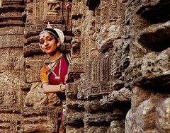 waiting (Smruti Swarup Puhan) Tags: sun india colors temple photography performing arts colourful smoothie orissa cultural odissi konark smruti swarup puhan odisha khurafati