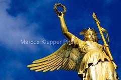 Goldelse - Fotolia (Marcus Klepper) Tags: berlin statue deutschland gold himmel wolken stern siegessäule sieg denkmal wahrzeichen goldelse 17juni kriegsgöttin
