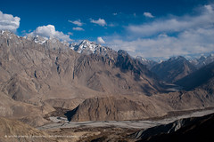 Typical spiky Karakoram peaks seen here from above Merchulu (Alex Treadway) Tags: winter pakistan terrain mountains river landscape asian outdoors photography spiky town village earth awesome extreme scenic dramatic environmental dry bluesky nobody nopeople rockface hills snowcapped valley jagged ravine remote meander kashmir elevated northern distance desolate eastern range depth naturalworld himalayas highup highaltitude traveldestinations colorimage baltistan beautyinnature desolute karakoramrange colourimage hushevalley highupperspective