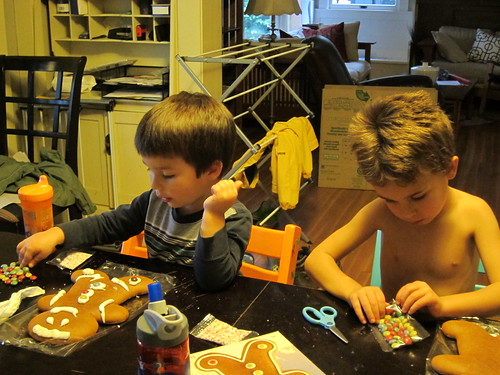 Gingerbread men decorating!