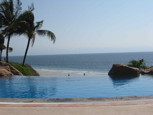 Infinity pool at resort north of La Cruz