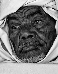 What's in your memory (AIMEN ASHUR) Tags: old portrait white man black big eyes desert sony everything sands libya tripoli ashur sahra sabha  aimen wikileaks