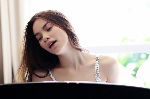 Ho Ngoc Ha (Singer)
