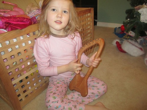 Hannah checks out her kinder lyre